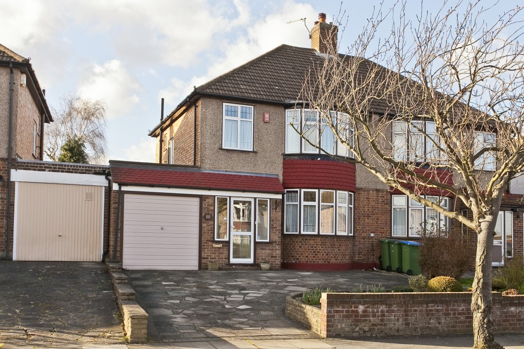 Images for Chapel Farm Road, Mottingham, London SE9 EAID:0443ec770e62b2b0fbb395e1826a939f BID:1